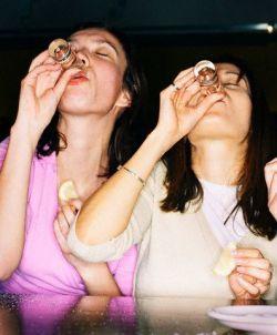 Mulheres bebendo Tequila
