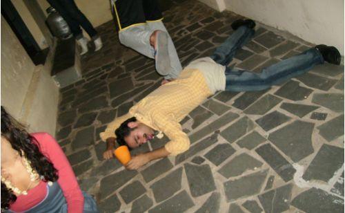 Bêbado caído numa Festa Junina