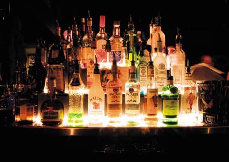 Várias garrafas de bebidas