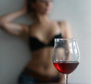 Taça de Vinho e mulher de lingerie