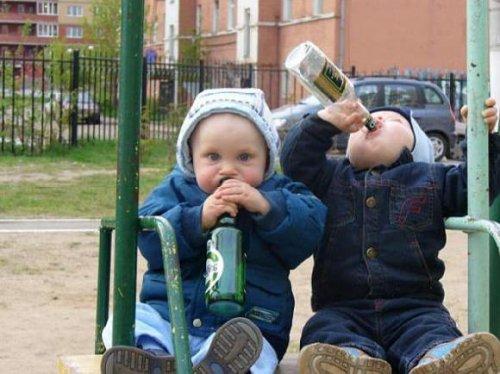 Bebês bebendo cerveja