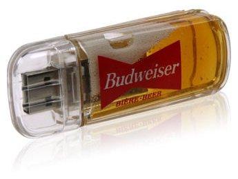 Pen Drive com cerveja