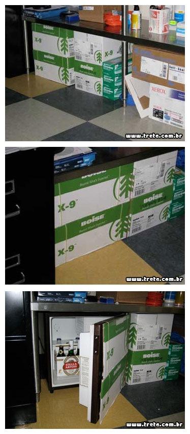 Mesa de escritório com um frigobar escondido