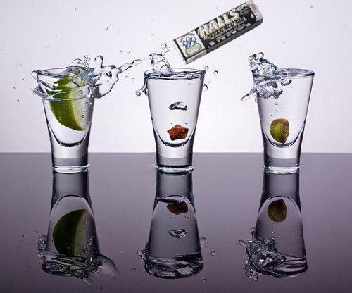 Copos de vodka com halls