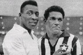 Depois de um treino, o Flamengo não quis o de listrado. O Vasco não quis o de camisa branca.