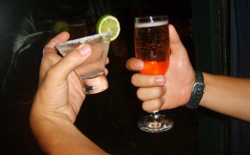 Uma tequila e um drink