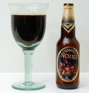 Garrafa e copo da Chambly Noire