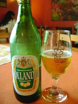 Garrafa e copo da cerveja holandia