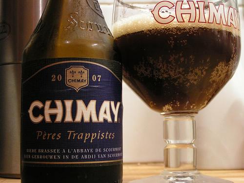 Garrafa e copo da Chimay Blue