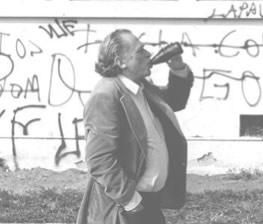 Foto do Bukowski bebendo