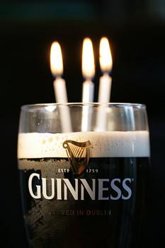 Pint da Guinness com velas