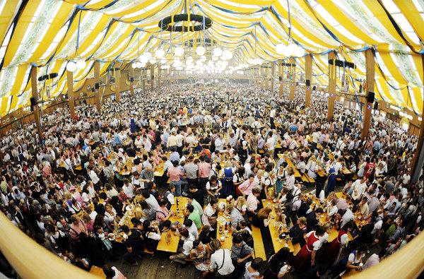 Oktoberfest muito cheia