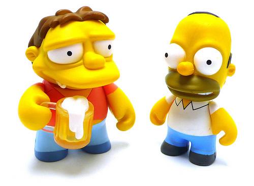 Bonecos do Homer e do Barney