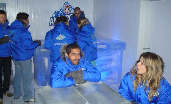 Mesa e bar de gelo