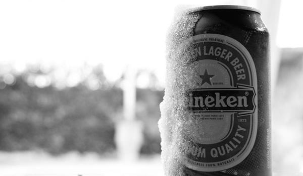 Cerveja Heineken com gelo