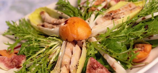 Prato com salada e frango