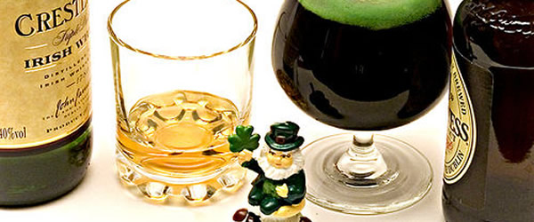 Boneco, whisky e cerveja