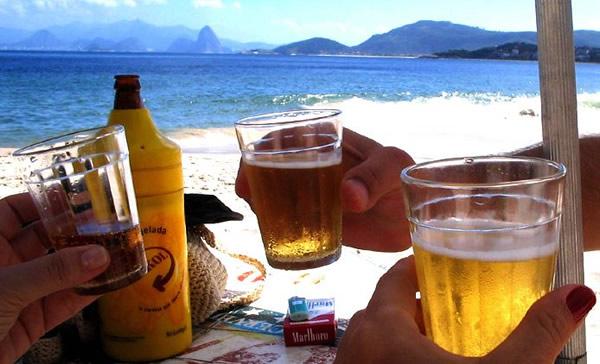 Brinde feito com cerveja