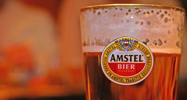 Copo da cerveja Amstel
