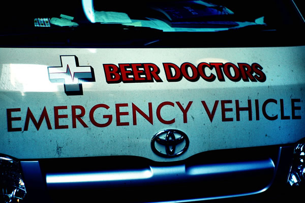 Ambulância do grupo Beer Doctors
