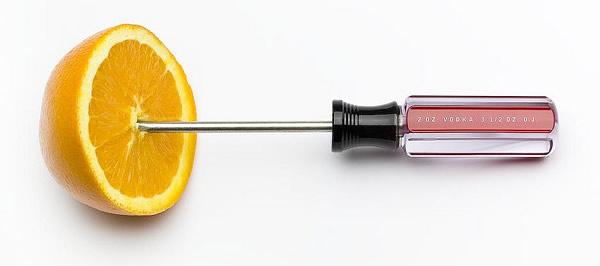 Uma laranja e uma chave de fenda em homenagem ao Screwdriver