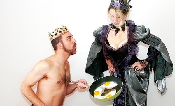 Rei e rainha tomando café da manhã