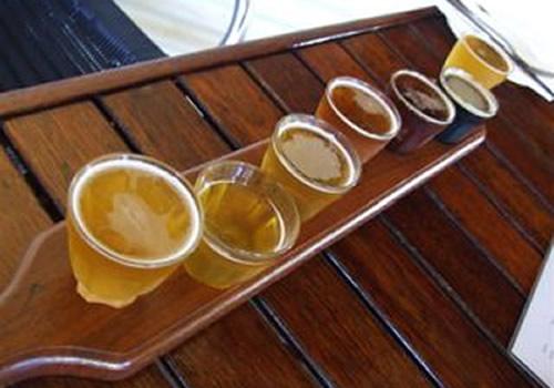 Sete copos de cerveja