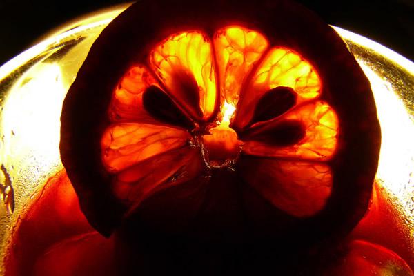 Sangria com rodela de laranja