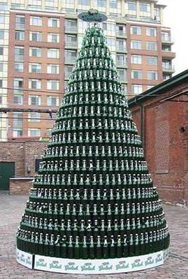 Árvore de natal com garrafas de cerveja