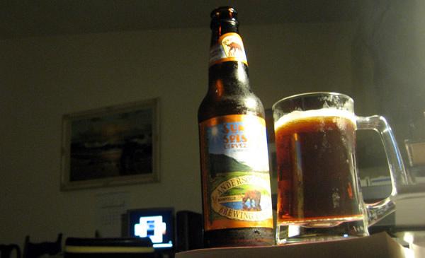 Caneca e garrafa da cerveja Anderson Valley