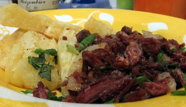 Porção de Carne Seca com aipim