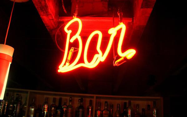 Neon escrito Bar