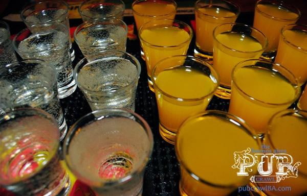 Vários copos de drinks