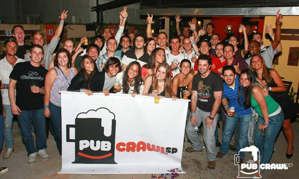 Galera no Pub Crawl SP