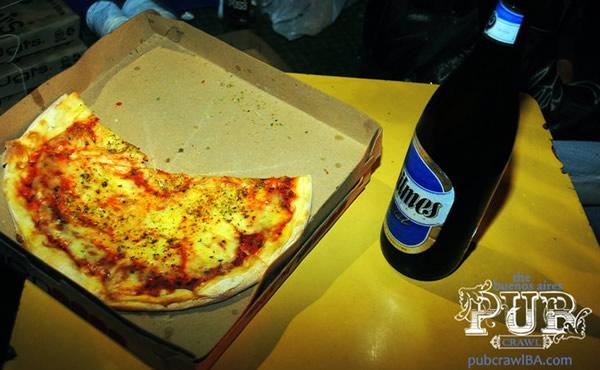 Fatia de Pizza e uma longneck de Quilmes