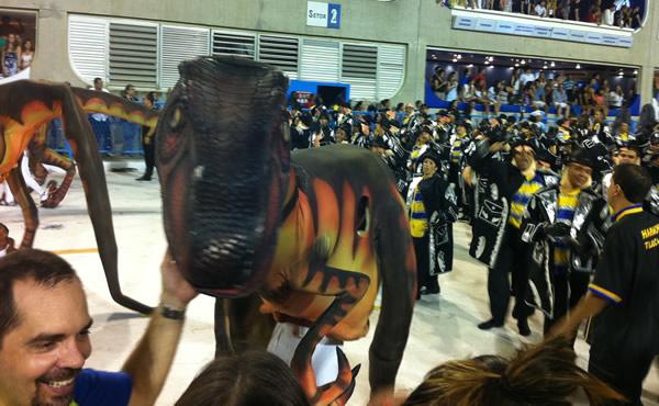 Ala da Unidos da Tijuca com Dinossauros