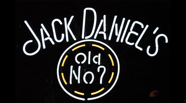 Letreiro do whiskey Jack Daniel's