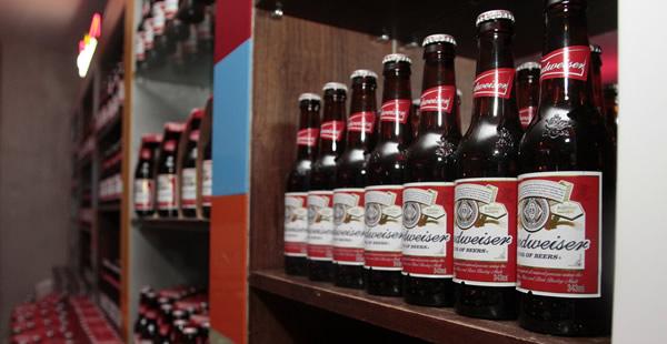 Garrafas da cerveja Budweiser