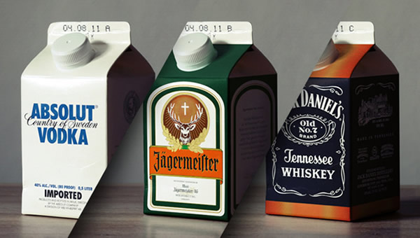 Caixas de leite com Aabsolut, Jack Daniel's e Jagermeister