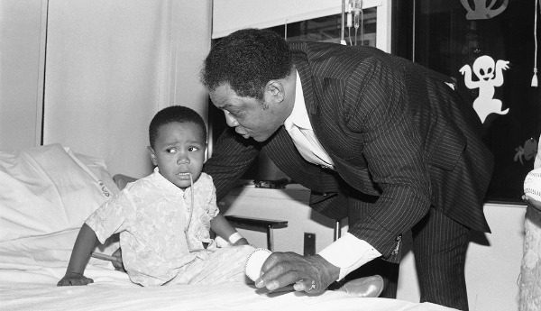 Pai e filho negros