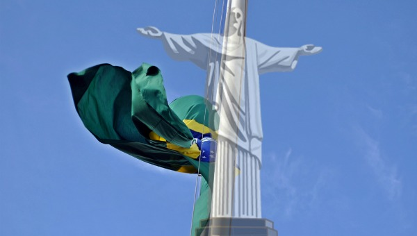 Cristo Redentor com bandeira do Brasil
