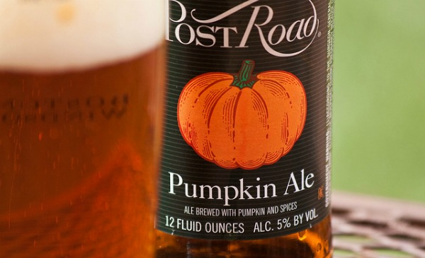 Garrafa e copo da Pumpkin Ale