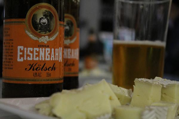 Degustação de Eisenbahn com queijos