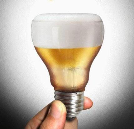 Lampada indicando cerveja como boa ideia