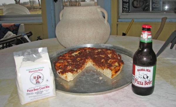Uma pizza inteira e a cerveja Pizza Beer
