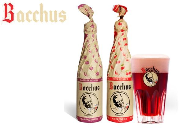 Garrafas e copo da cerveja Bacchus