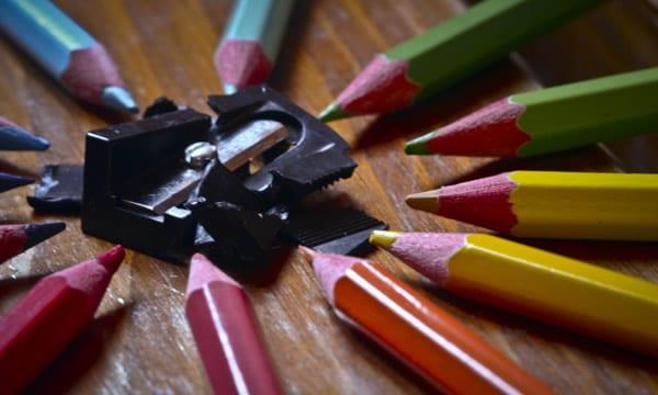 Lápis de cor em vingança contra o apontador