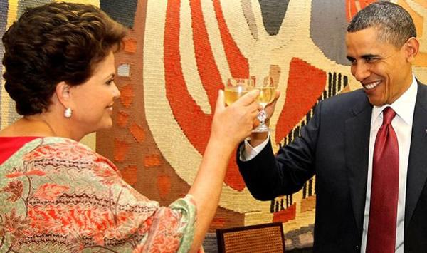 Dilma e Obama brindando