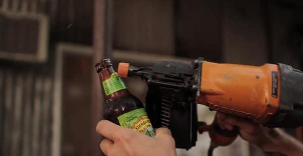 Abrindo garrafa com furadeira
