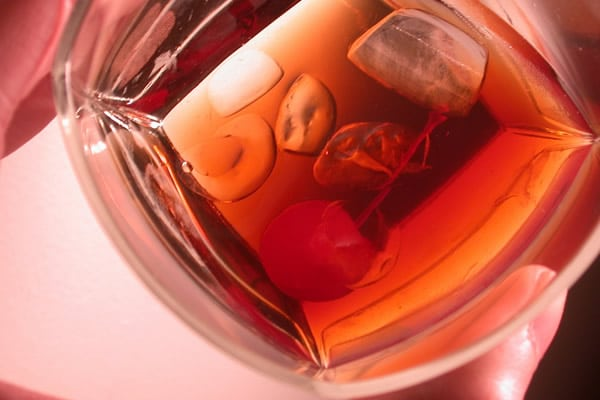 Copo Old Fashioned com drink Manhattan